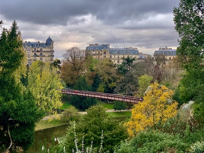 buttes chaumont Paris avec chien